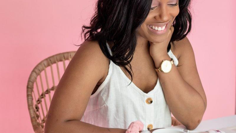 color-joy-stock-multitasky-collab-7 Pink smiling